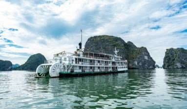 Sea and sky: Ha Long aboard the Emeraude