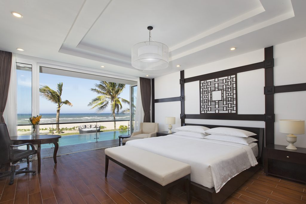 DAD0517_AC1062744_TB_Vietnam_Nam_Hoi_An_Hotel_Room_Royal_Oceanfront_Villa_King_bed_with_beach_access-1024x683